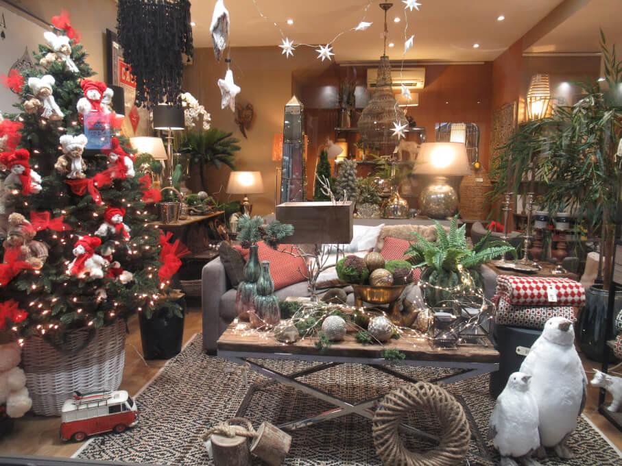 クリスマスツリー海外では、いつまで飾る?